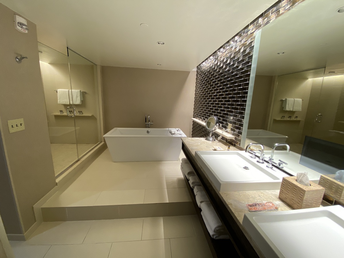 Hyatt Regency Greenwich: Presidential Suite - Bathroom